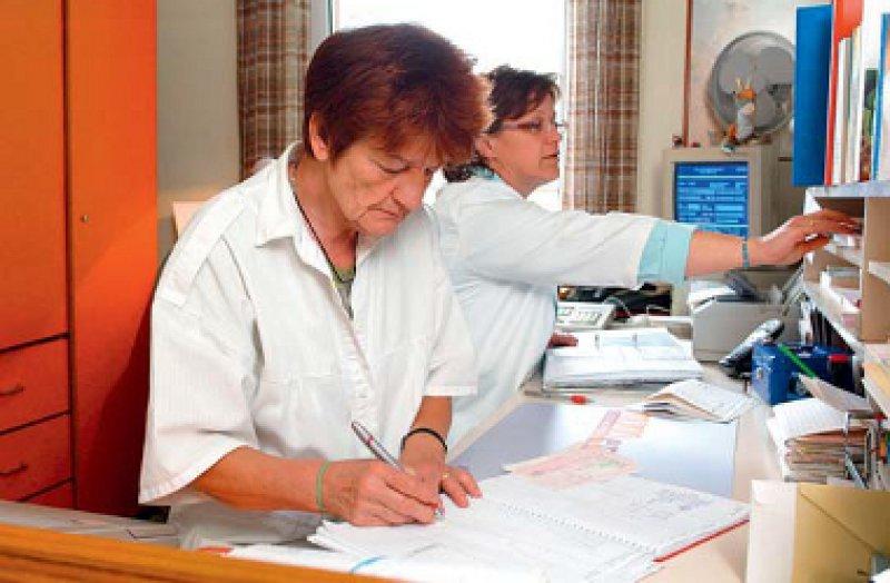 Erst ab Mitte 50 haben Medizinische Fachangestellte künftig Anspruch auf 30 Tage Jahresurlaub. Foto: picture alliance