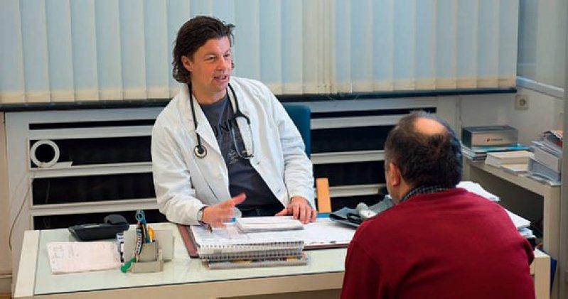 Ratgeber: Im Rahmen der Primärprävention soll der Arzt frühzeitig auf gesundheitliche Risikofaktoren aufmerksam machen. Foto: Caro