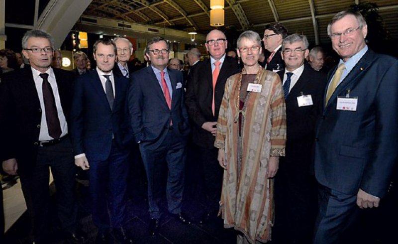 Zum Jahresauftakt im feierlichen Ambiente: Josef Hecken, Daniel Bahr, Frank Ulrich Montgomery, Andreas Köhler, Birgitt Bender, Hans-Jochen Weidhaas und Johannes Singhammer (von links)