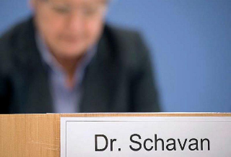 Kampf um Titel: Der akademische Doktortitel ist Schavan vorerst aberkannt, der Doctor honoris causa (Dr. h. c.) von der Universität zu Lübeck zuerkannt, aber noch nicht verliehen. Foto: dapd