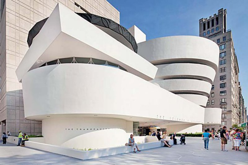 Im Schneckengang – Bereits 1943 wurde Stararchitekt Frank Lloyd Wright mit dem Entwurf des Guggenheim-Museums beauftragt. Der Bau wurde jedoch erst zwischen 1956 und 1959 realisiert. Foto: picture alliance