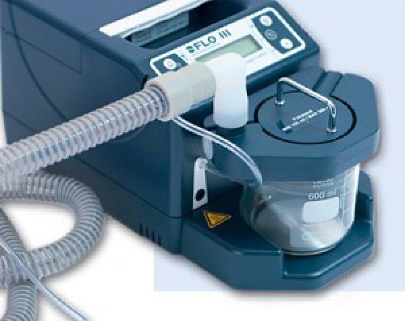Der Druckatmungsgenerator kann in verschiedenen Beatmungsmodi verwendet werden. Er zeichnet sich bei 10 hPA Solldruck durch ein geringes Umgebungsgeräusch von nur 19,5 dB(A) aus.Foto: FLO Medizintechnik GmbH