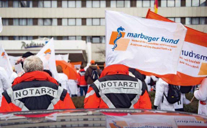 Proteste in Düsseldorf: Ärztinnen und Ärzte aus dem gesamten Bundesgebiet kamen am 22. Februar ins Rheinland. Foto: dpa