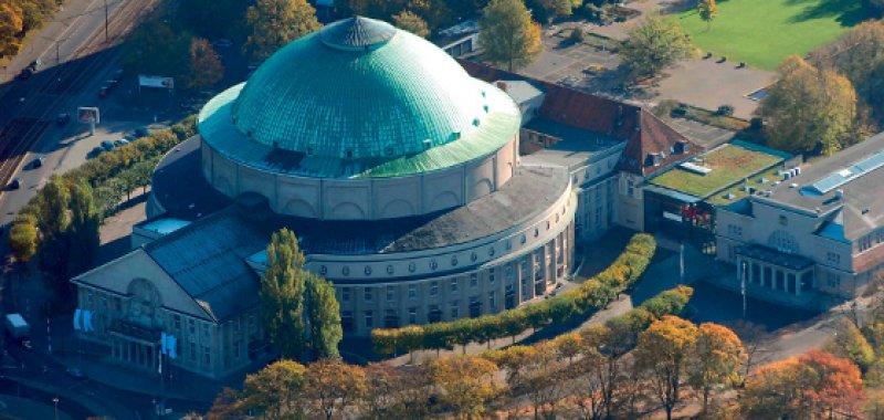 Das Hannover Congress Centrum stellt mit mehreren Gebäuden die Stadthalle der niedersächsischen Landeshauptstadt dar. Es zählt wegen des Kuppelsaals, in dem die Eröffungsveranstaltung des 116. Deutschen Ärztetages stattfindet, zu den markanten Bauwerken der Stadt. Foto: dpa