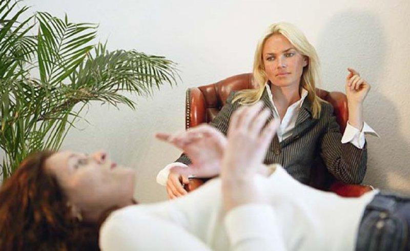 Auch über die Besonderheiten von Verfahren sollten Psychotherapeuten ihre Patienten aufklären. Foto: picture alliance