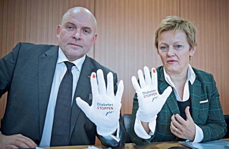 """""""Diabetes STOPPEN – jetzt!"""" Renate Künast (Bündnis 90/Die Grünen) und Dietrich Monstadt (CDU) unterstützen die Kampagne. Foto: © Schuering/diabetesDE"""