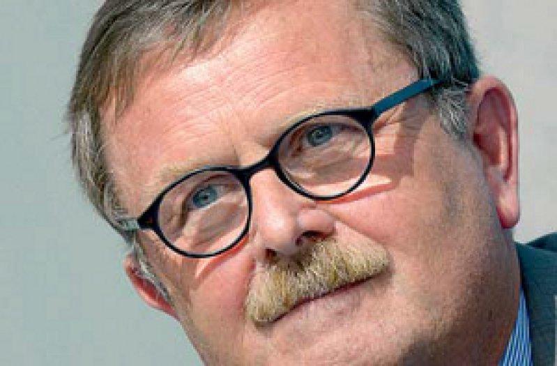 Eine Beratung im Internet dürfe den persönlichen Kontakt zum Arzt nicht ersetzten, meint Frank Ulrich Montgomery. Foto: dpa