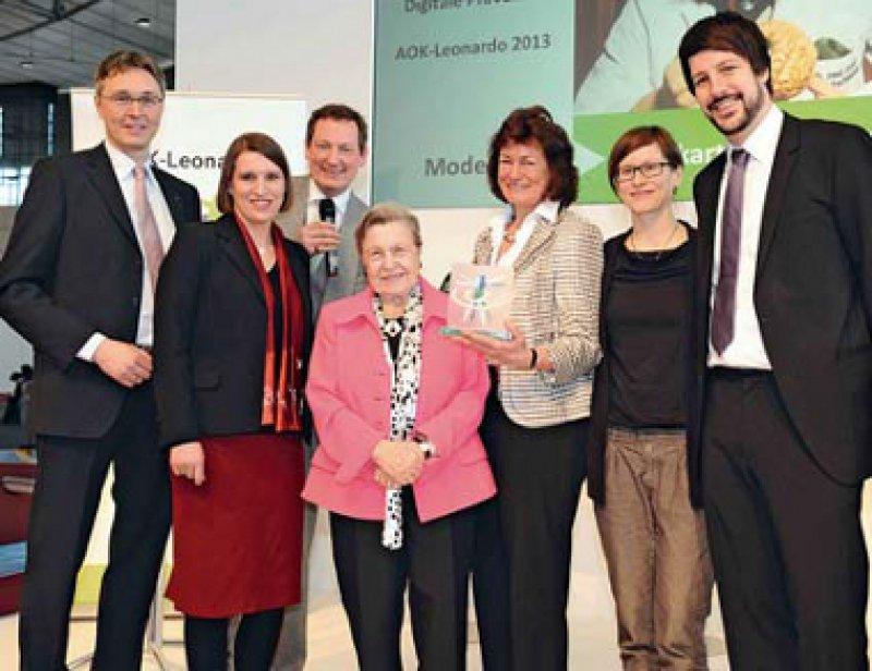 Jürgen Graalmann, Imke Wolf, Eckart von Hirschhausen, Ursula Lehr, Mercedes Hillen, Maria Böttche und Mathias Klasen (von links). Foto: AOK-Bundesverband