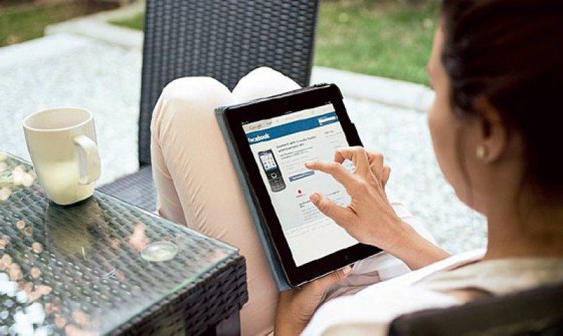 Internetsüchtige Frauen sind vor allem exzessiv in sozialen Netzwerken aktiv. Foto: iStockphoto