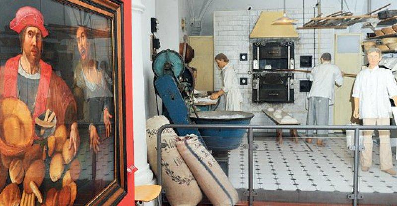 Ein Gemälde hängt neben dem Nachbau einer Backstube aus dem frühen 20. Jahrhundert. Foto: dpa