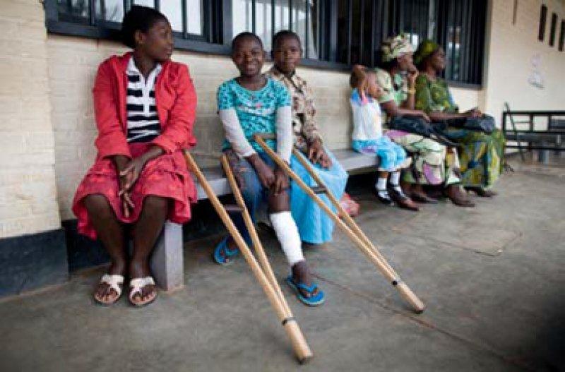 150 Millionen Menschen verarmen jährlich, weil sie ihre Krankheitskosten aus eigener Tasche zahlen müssen. Eine Milliarde Menschen bleiben unversorgt.