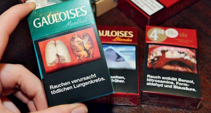 Abschreckende Schockbilder und warnende Texte auf Packungen sollen vom Rauchen abhalten. Foto: dpa