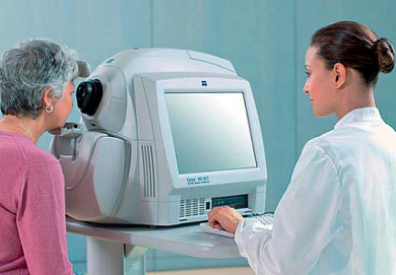 Der Sehnerv des Patienten wird von dem Diagnosegerät bei der Untersuchung selbstständig erkannt und vermessen. Foto: doc-nuernberg.de