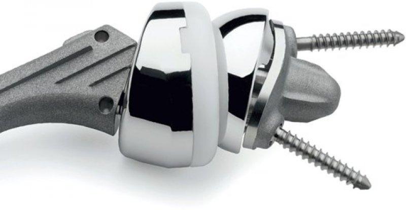 Schulterprothese: Medizinprodukte erhalten künftig eine eindeutige Medizinproduktenummer. Foto: BVMed Bilderpool/Zimmer