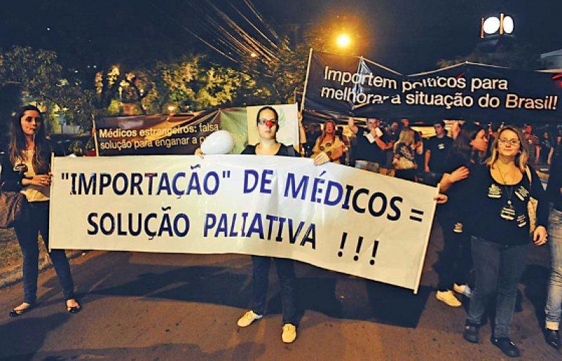 Protest gegen das Regierungsprogramm: Ärzteverbände wenden sich insbesondere gegen die Rekrutierung von Kolleginnen und Kollegen aus Kuba.