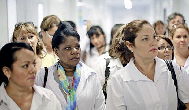 Einführungslehrgang: Ärzte aus Kuba in einer Klinik in Brasilia. Fotos: picture alliance