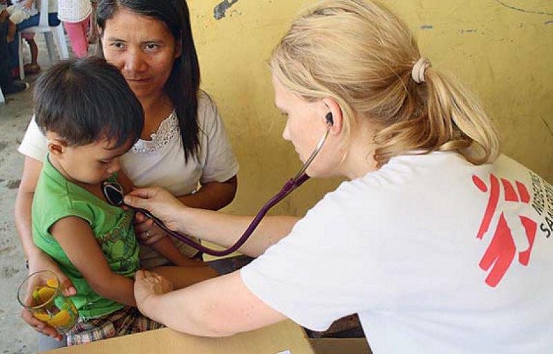 Ärzte ohne Grenzen ist ebenso wie viele andere Hilfsorganisationen auf den Philippinen im Einsatz. Foto: Caroline Van Nespen/MSF