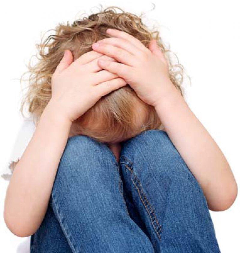 Misshandlungen in der Kindheit beeinträchtigen nachhaltig die Entwicklung. Foto: Fotolia/pegbes