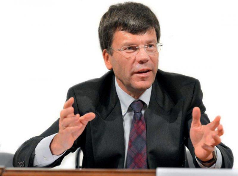Zur Person: Ulrich Wenner (57) ist seit 1995 Richter am Bundessozialgericht. Seit 2008 ist er Vorsitzender des 6. Senats, der für das Vertragsarztrecht zuständig ist. Wenner stammt aus Mülheim an der Ruhr und studierte Jura in Bonn. Der Jurist ist Honorarprofessor an der Universität Frankfurt am Main und Vorsitzender der Deutschen Gesellschaft für Kassenarztrecht. Foto: Georg J. Lopata
