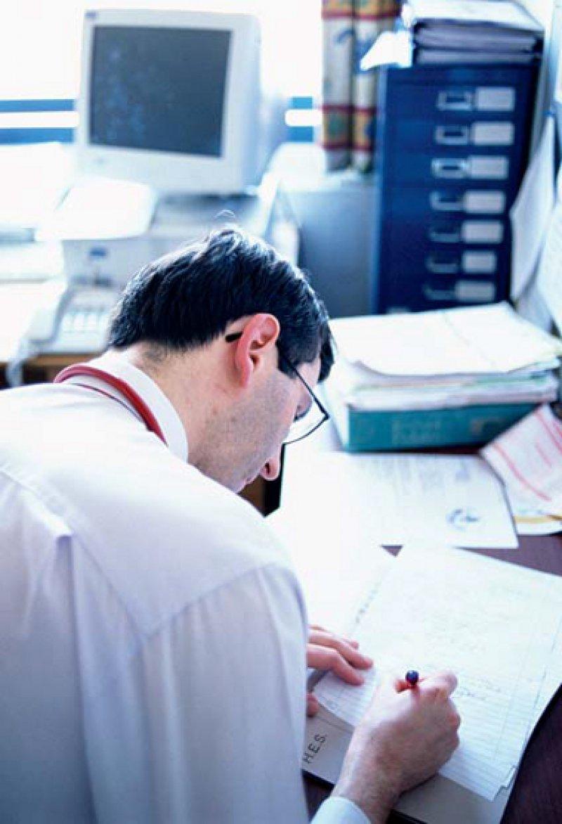 Qualitätssicherung im Krankenhaus: Ob die Anforderungen zur Qualitätssicherung eingehalten werden, soll der Medizinische Dienst der Krankenversicherung künftig unangemeldet kontrollieren dürfen. Foto: Sience Photo Library