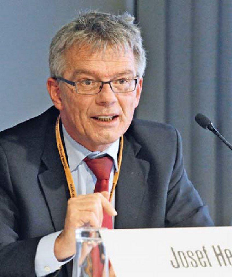 Dem G-BA-Vorsitzenden Josef Hecken stellt sich die Frage, wie man mit Lebenskrisen umgehen soll. Foto: DGPPN