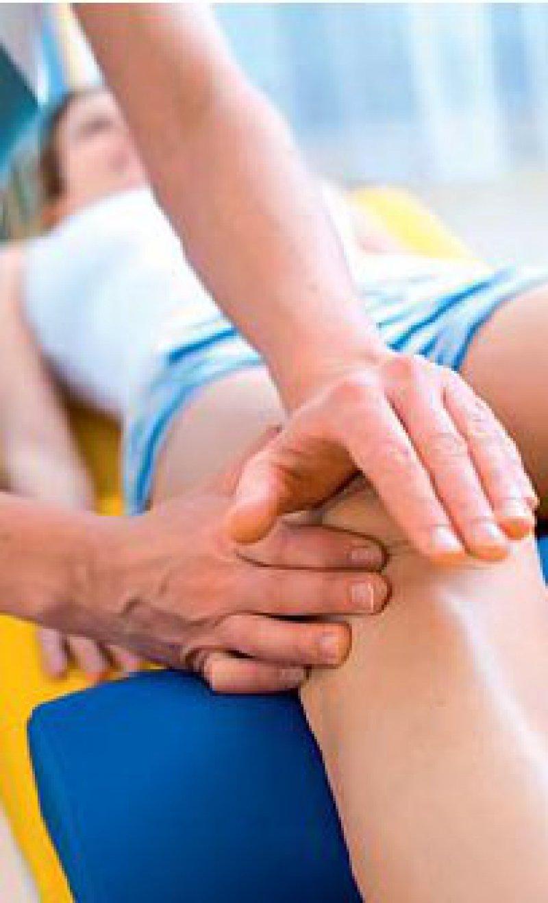 Physiotherapeutische Maßnahmen zählen zu den Heilmitteln. Ebenso wie Logopädie. Foto: mauritius images
