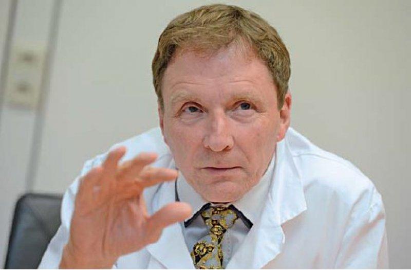 """Hinnerk Wulf ist seit 2001 Direktor der Klinik für Anästhesie und Intensivtherapie am Universitätsklinikum Marburg. Er ist Sprecher der DGAI Kommission """"Berufliche Belastung"""". Foto: picture alliance/Frank May für das Deutsche Ärzteblatt"""