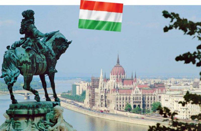 Blick auf die Parlamentsgebäude und den Fluss Danube in Budapest. Fotos: picture alliance, Fotolia/daboost