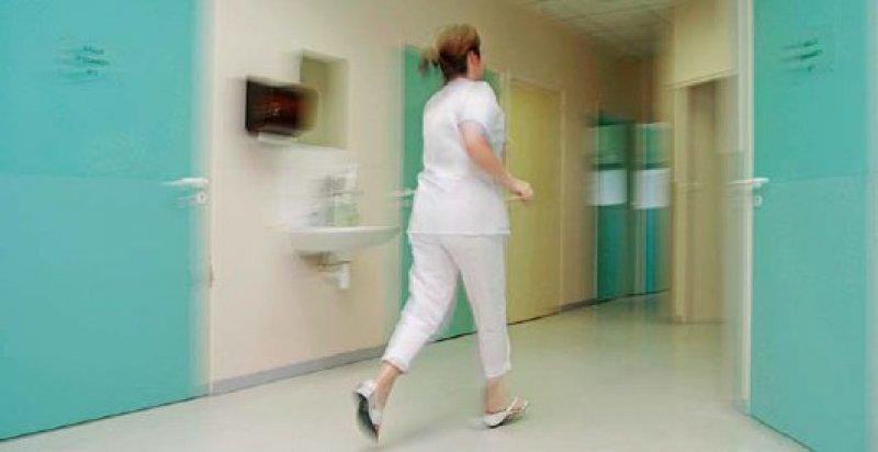 Insbesondere für die Pflege sollen die Personalkosten künftig besser in den Fallpauschalen berücksichtigt werden. Foto: mauritius images