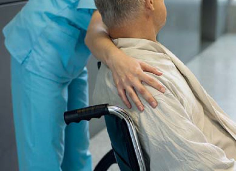 Pflegebürftig: Der Bundesgesundheitsminister drückt bei der Pflegereform aufs Tempo. Foto: picture alliance