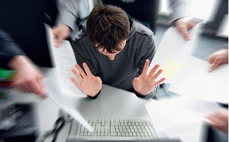 Hohe Arbeitsbelastung, mangelnde Wertschätzung und fehlende Selbstfürsorge gelten als Gründe für psychische Belastungen bei der Arbeit. Foto: dpa