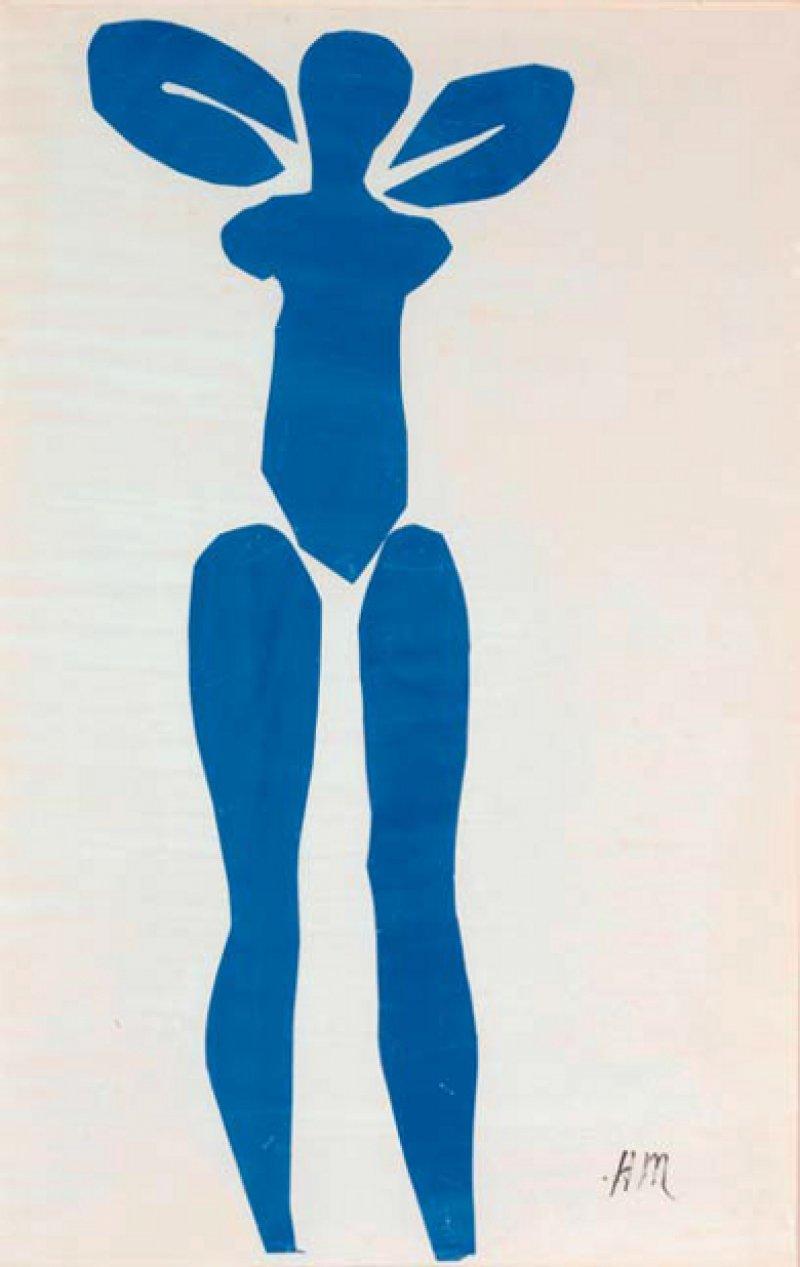 """Henri Matisse: """"Stehender Blauer Akt"""", 1952, Scherenschnitt (Gouache auf Papier, aus - geschnitten und aufgeklebt), 112,7 × 73,7 cm Mit 82 Jahren schuf Matisse die berühmte Serie seiner """"Blue Nudes"""" – ein Höhepunkt seines Spätwerks. Den expressiven weiblichen Akt mit den erhobenen Armen und seitwärts zeigenden Brüsten setzte er aus sechs blau kolorierten Papierausschnitten zusammen. © Succession Henri Matisse/DACS 2014"""