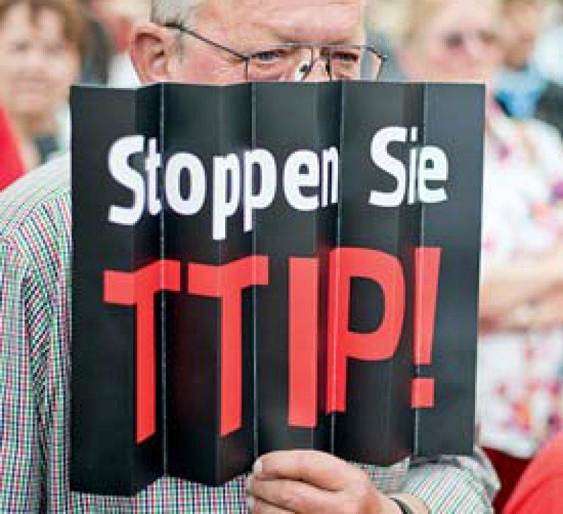 Der Weltärzte- bund kritisiert die Intransparenz bei den Verhandlungen zum Transatlantischen Freihandelsabkommen. Foto: dpa