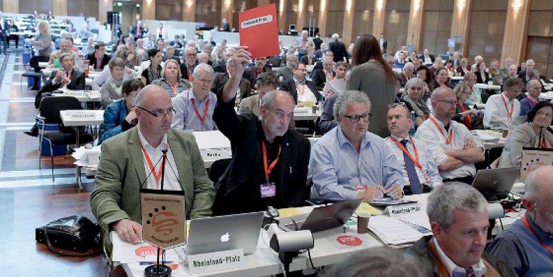 Rote Karte aus Rheinland-Pfalz: Helmut Peters hatte auf mehr strukturelle Maßnahmen gehofft, um den Haushalt der BÄK nachhaltig zu konsolidieren.