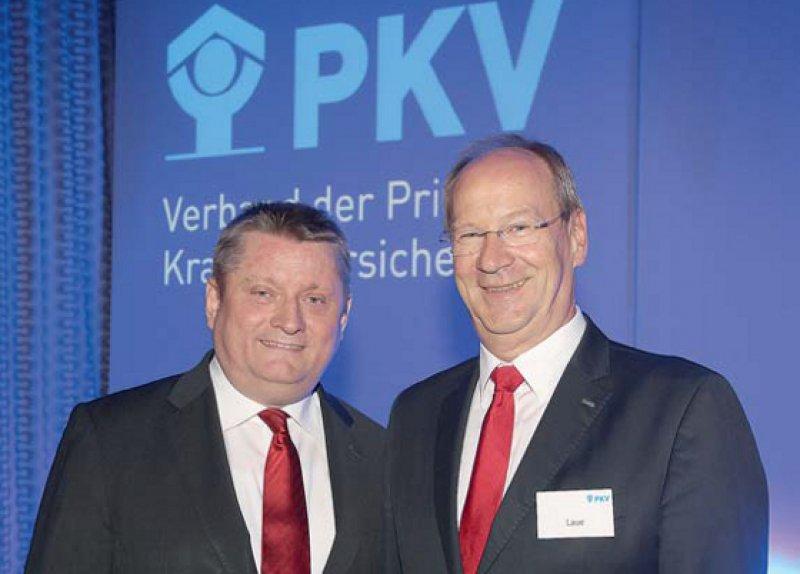 Grund zur Freude hatten Hermann Gröhe (links) und Uwe Laue: Ersterer über die stärkere Qualitätsorientierung der PKV-Unternehmen und Letzterer über das Bekenntnis des Ministers zum Zwei-Säulen-Prinzip. Foto: PKV