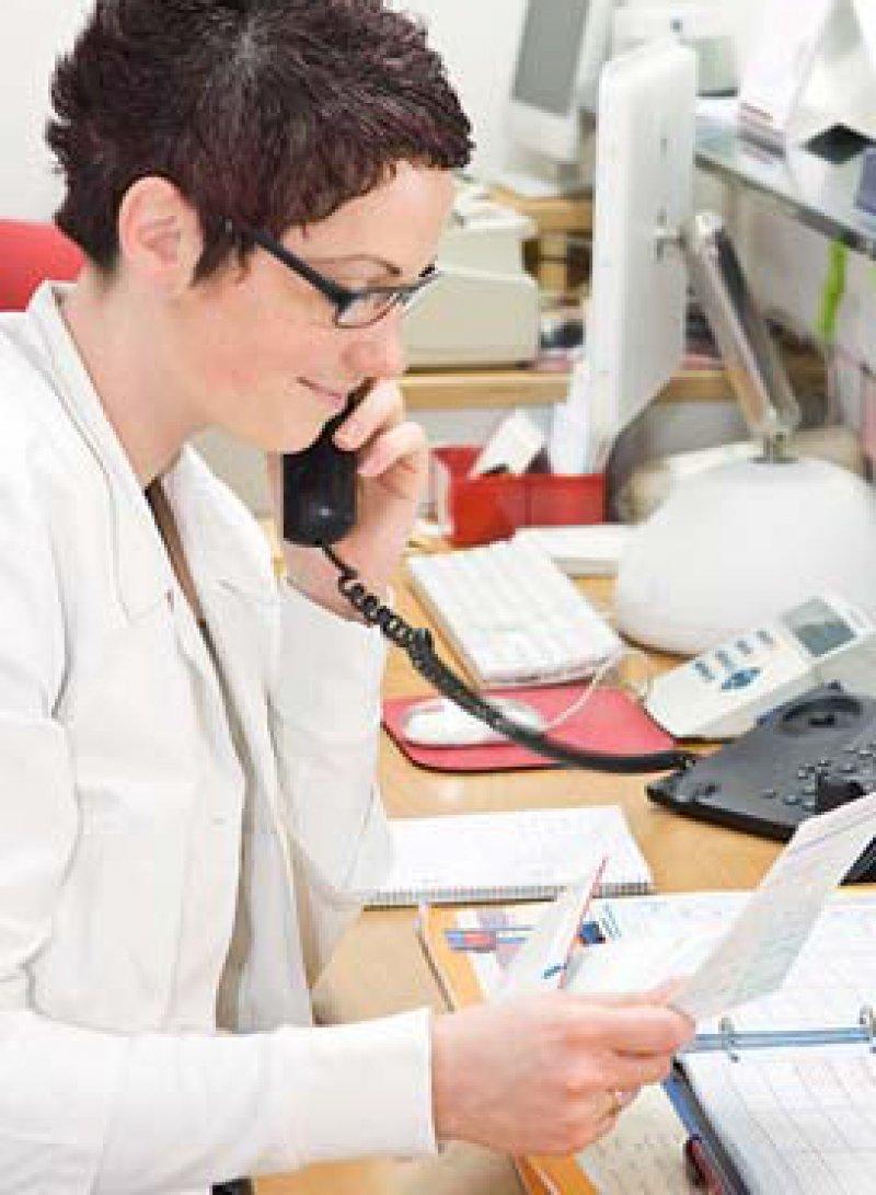 Terminmanagement in der Praxis: Ob es unter unzuverlässigen Patienten leidet, will die KBV herausfinden. Foto: Fotolia/creative studio
