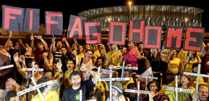 Es gärt in Brasilien: Die Bürger beklagen die hohen Ausgaben für die Fußball-Weltmeisterschaft, von der nur einige wenige profitieren. Foto: picture alliance