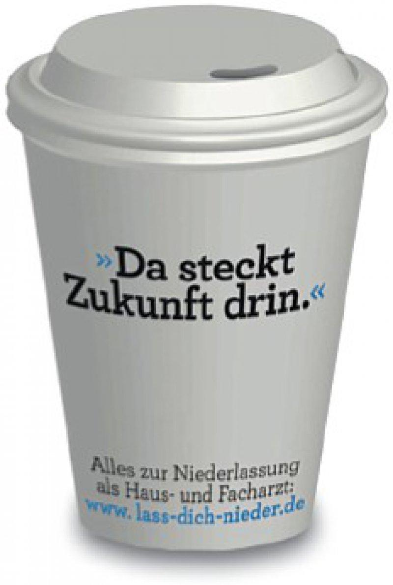 Zu Beginn des Wintersemesters werden in Mensen und Cafés Kaffeebecher mit den Kampagnenstatements verteilt. Zugleich liegen Edgar-Cards in universitätsnahen Bars, Restaurants und Cafés aus.