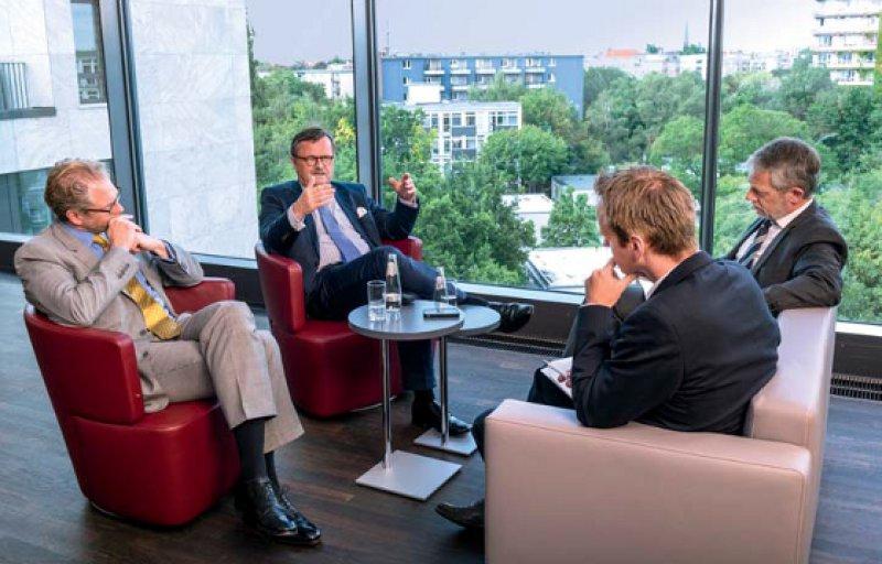 Kritischer Diskurs zur aktuellen Lage im Gesundheitswesen: Andreas Gassen und Frank Ulrich Montgomery im Gespräch mit der DÄ-Redaktion. Fotos: Svea Pietschmann