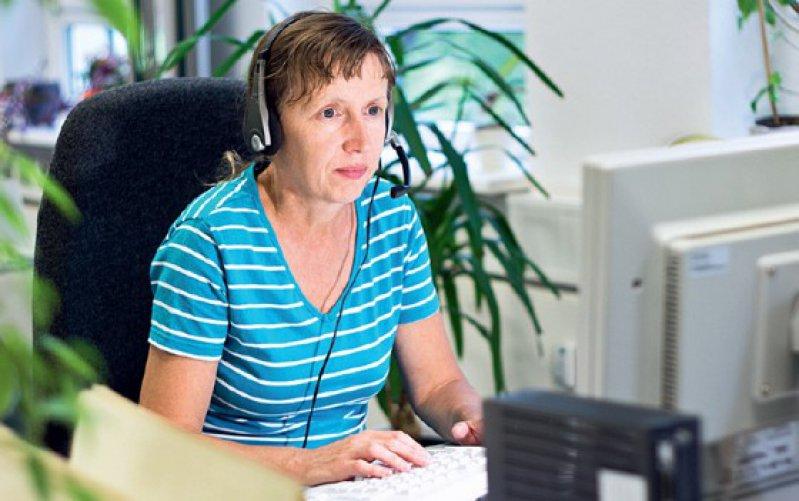 Mitarbeiter in Callcentern sind besonderen psychischen Belastungen ausgesetzt. Foto: Fotolia/Michael Schütze