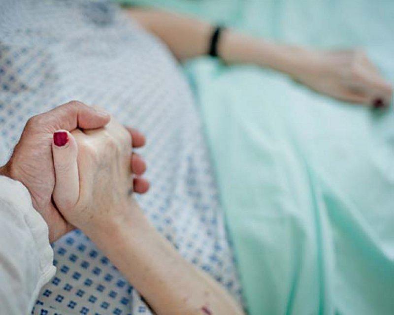 Von den vielen Möglichkeiten, die die Medizin zur Begleitung Sterbender hat, wissen die meisten Menschen zu wenig. Foto: Laurent Villeret Picturetank/Agentur Focus
