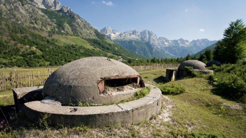 Mehr als 700 000 Bunker ließ der Diktator über ganz Albanien verteilt bauen. Die rund 30 Bunker pro Quadratkilometer sollten der Abwehr von Feinden dienen. Foto: iStockphoto