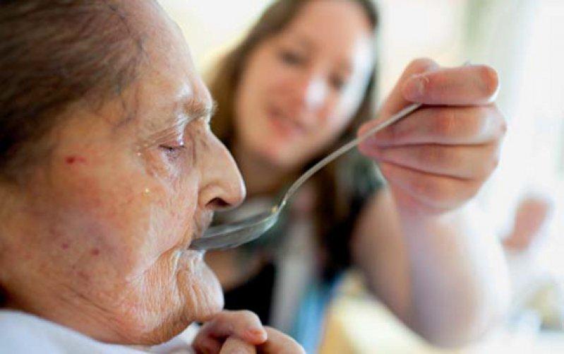 Pflichtgefühl und Familienzusammenhalt sind wichtige Gründe für Angehörige, die Pflege von Familienmitgliedern zu übernehmen. Foto: Ute Grabowsky/photothek.net