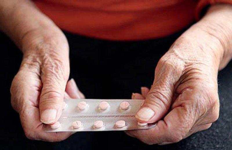 Alte Menschen sind häufig multimorbide und nehmen viele Medikamente ein. Foto: Fotolia/nenovbrothers