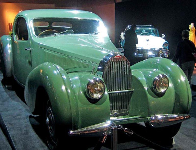 Auch rare Oldtimer-Automobile, wie der Bugatti Type 57 Atalante 1936, wurden in der Cologne Fine Art gezeigt. Foto: Gerda Jaeschke