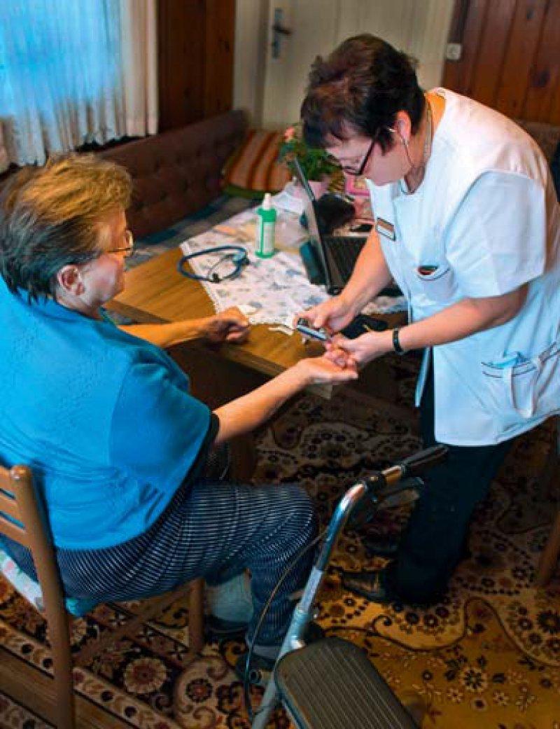 Eine stärkere Arztentlastung durch Praxisfachkräfte halten viele für zukunftsweisend. Die gegenseitige Anerkennung und Fortentwicklung von Qualifikationen sind dabei hilfreich. Foto: picture alliance