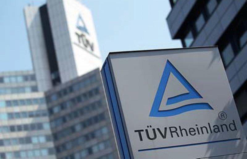 Dem TÜV Rheinland als Prüfbehörde hätte der Betrug der Firma PIP auffallen müssen, meint die AOK Bayern. Foto: dpa
