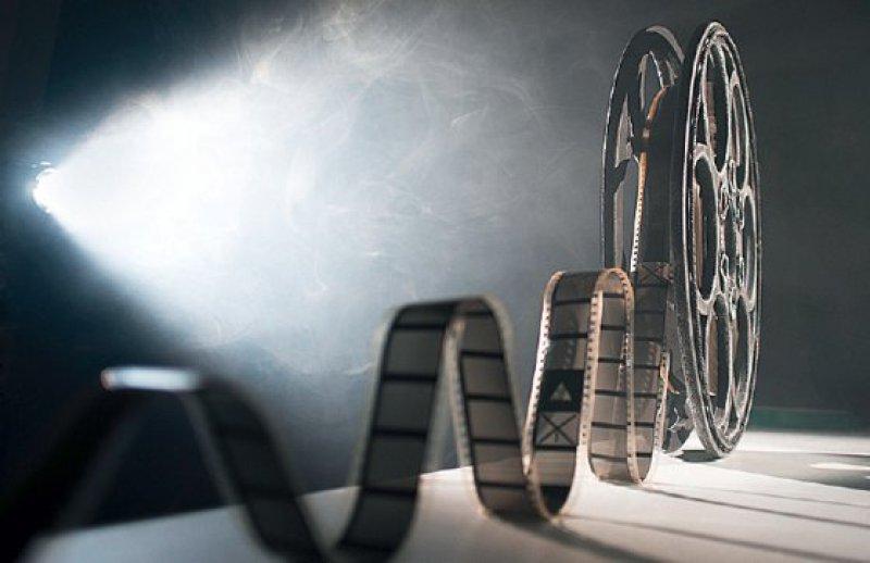 Das Medium Film kann zur Entstigmatisierung beitragen. Foto: Fotolia/Denis Aglichev
