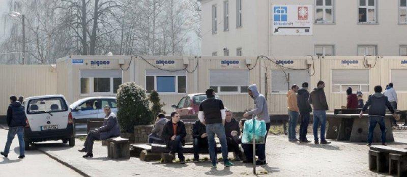 Trier, Dasbachstraße: Gut 660 Flüchtlinge warten hier zurzeit auf den Ausgang ihres Asylverfahrens. Fotos: Lajos Jardai