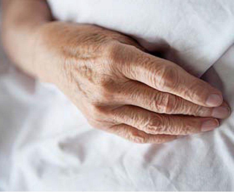Ende des Lebens: Dürfen Ärzte ihren Patienten beim Suizid helfen? Darüber ist eine gesellschaftlich Debatte entbrannt. Foto: laif